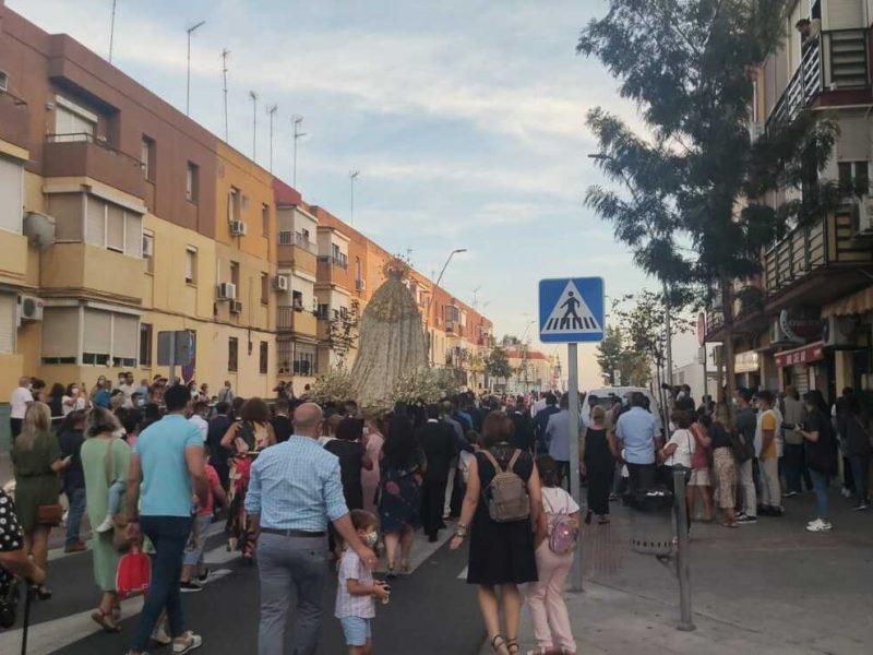 La Virgen de las Angustias ha pasado por las calles de Alcalá este domingo / Lva
